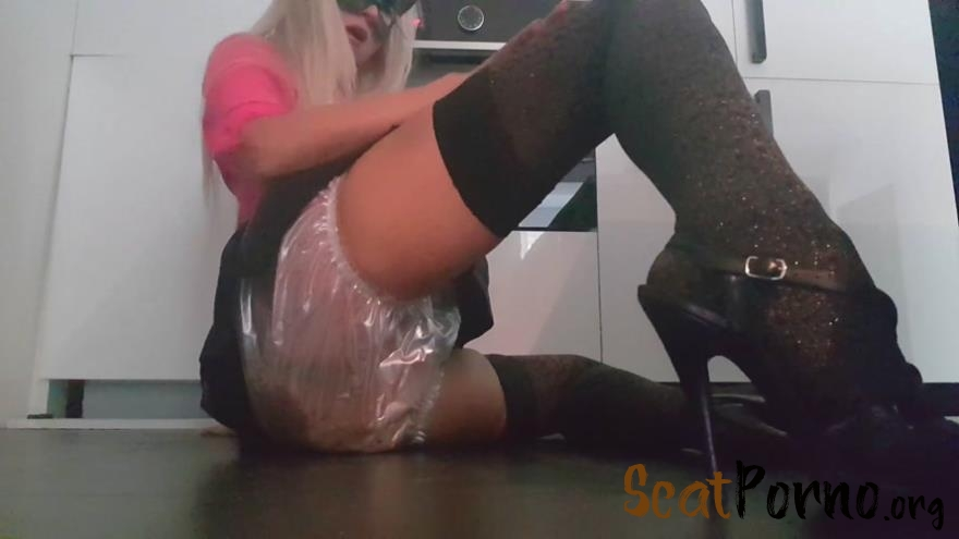 Seducress Plastic Pooping with thefartbabes