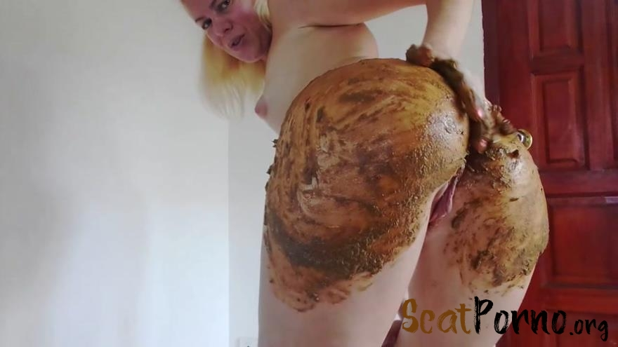 MissAnja - Enema and Huge Poo in Silk Bikini Smearing