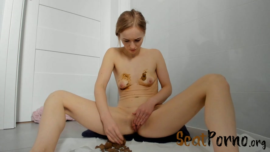 LucyBelle  - Poop in jeans and boobs smearing