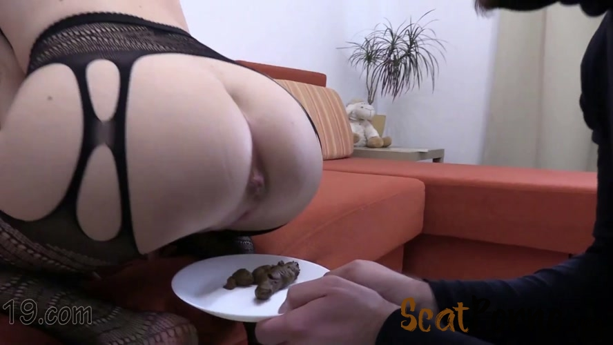 MilanaSmelly - 21-year-old Milana dances and pooping close-ups